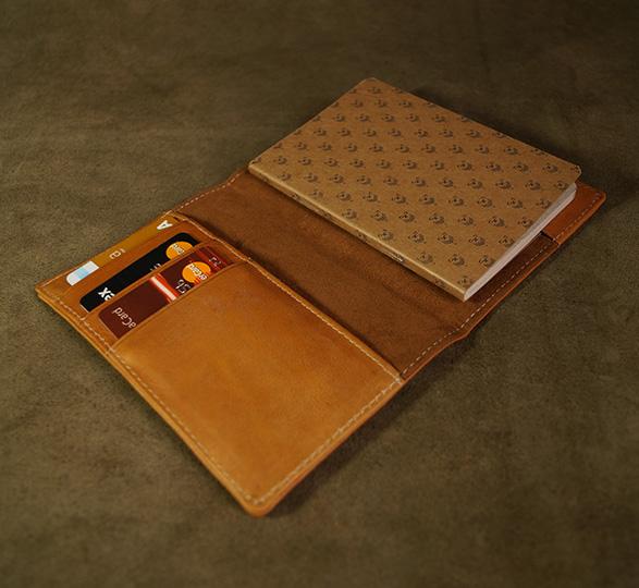 Porta pasaportes de piel Marca Bonsar®